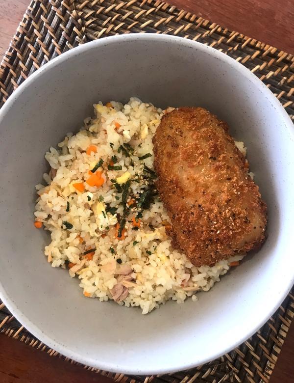 |美食|你的午餐吃什麼~自製午餐 鮪魚紅蘿蔔🥕洋蔥🧅雞蛋炒飯 氣炸鱈魚排🐟 香濃玉米🌽濃湯