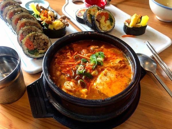 台中美食地圖-一中街正宗韓食飯捲🥢大叔的飯捲🥢-美味韓式飯捲  豆腐鍋-$100 不得不說,份量