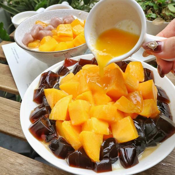 夏天就是要吃芒果冰!除了芒果牛奶豆乳冰,還有芒果豆花,料超多!📌好豆堂商號#多圖#往左