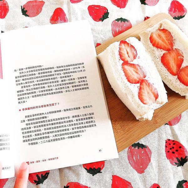 簡單做早餐│熱門打卡水果三明治│🍓草莓鮮奶油#水果三明治#草莓鮮奶油三明治水果三明治製作的方法很簡