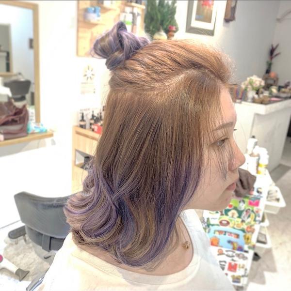 (挑染大地森林的咖啡色,配上高雅冷豔的紫,形成一股強烈對比,讓人覺得有挑戰性 設計師 「柏凱 Sim