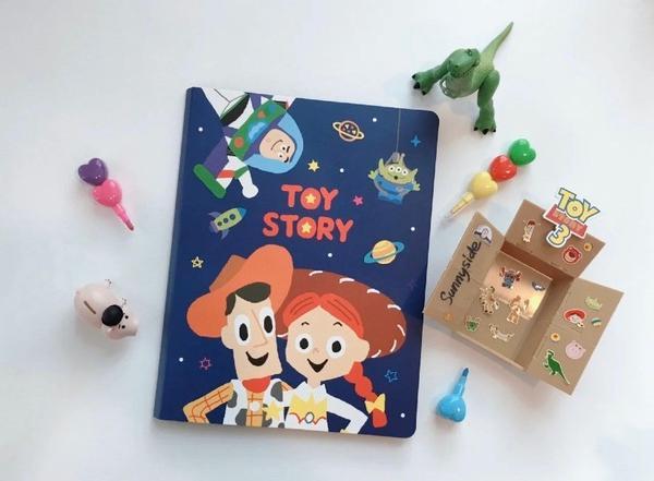 """超可愛 🚀 玩具總動員便利貼本 💙💛💚雖然對我來說,便利貼並不太實用😂但看到封面是""""玩具總"""