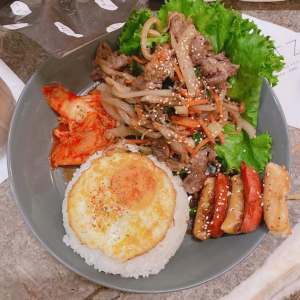 [台中|西區]豐富的韓式料理餐「卡司」這次來介紹台中也有分店的卡司,他們的炸雞挺好吃的我幾乎每次去都