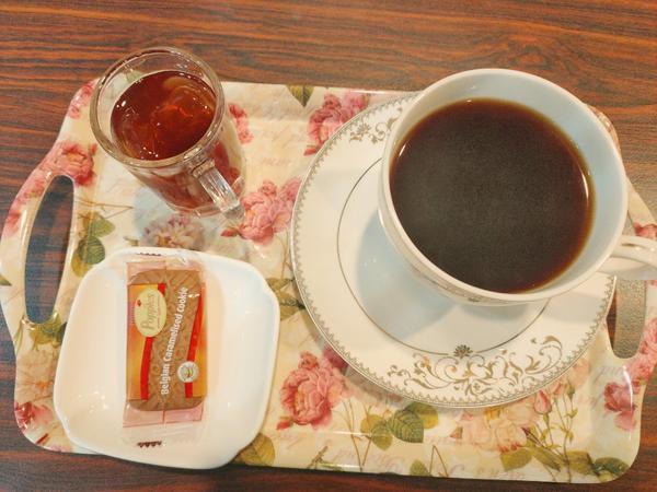 一杯咖啡好心情前幾個禮拜一直在低潮期,心情一直處於又高又低的狀態,深陷在憂鬱其中的我真的不知道如何開