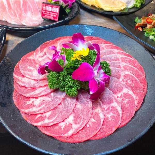 【台南美食】新馬辣新品牌在台南再開一間,紅白酒啤酒哈格達司吃到爽,和牛吃到飽不是問題