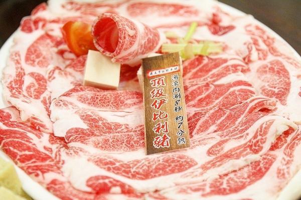 蛋談美食第9⃣️6⃣️🥚 一甲子好滋味賢哥牛肉爐 說到台中火鍋,大家可能都會先想到輕井澤等台中連鎖