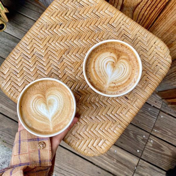 📍台北 •  中山區【夏野豆行】  在巷弄轉角很有氣氛的一家咖啡小店~整間店只有買飲品,裝潢風格整