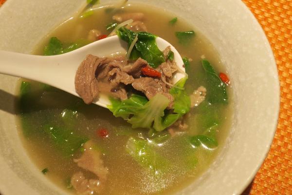 台北/信義區/深坑陳老闆❤️愛自己從吃飯開始。 滿滿的羊肉,吃完沒有羊騷味,舒服的用餐過程,就和老闆