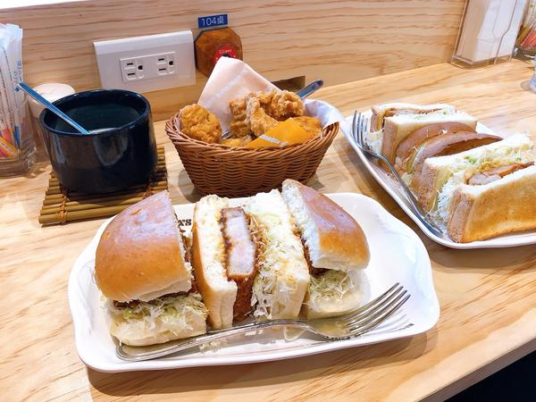 客美多珈琲 Komeda's 來自名古屋的早午餐好像今年才開幕(天母店)然後就被我收入口袋名單了😜