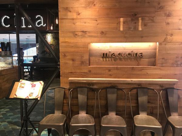 中山站蔬食-Miacucine南西店難得請特休和很久不見的朋友見面沒想到下起大雨來,只好先找個可以坐