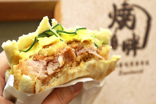 新竹|燒胖肉蛋吐司專賣店-穿著吐司外套的漢堡大家有吃過很多肉蛋吐司,但是你吃過上面這種厚實到不行的款