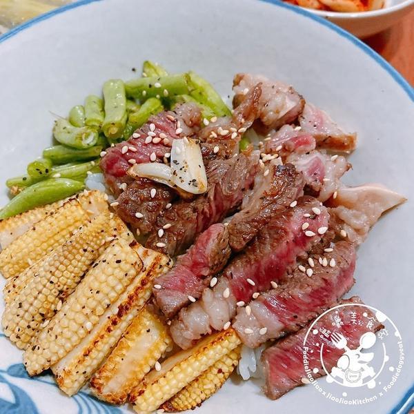 【自己煮美食】--- 嚼嚼雙蔬牛排蓋飯全聯的牛排常常會貼上打八折,只要看到那紅色貼紙就忍不住放到購物