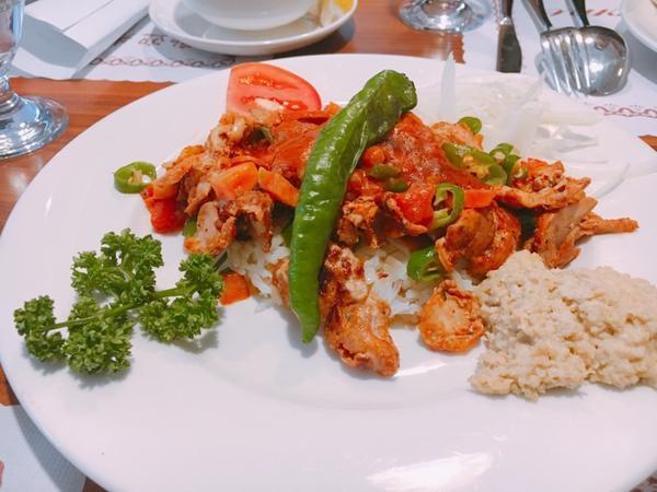 第一次嘗試土耳其料理吃貨是我,我是吃貨 在台灣大家常吃的就是日式韓式泰式的 土耳其料理真的很少人聚餐