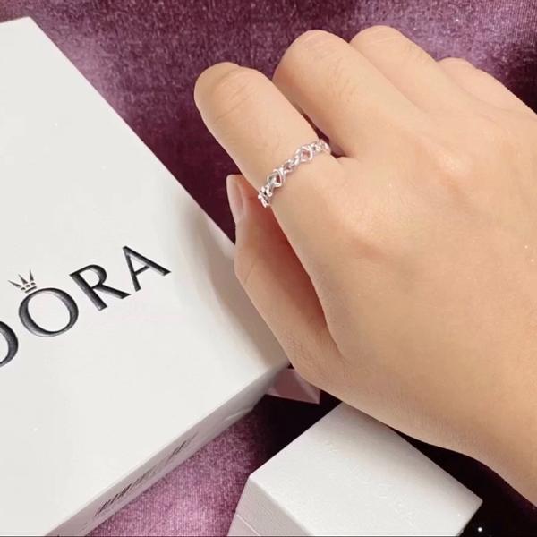 「每個女孩都值得擁有」 潘朵拉 Pandora潘朵拉 Pandora 相信是很多女孩專櫃級銀飾的第一