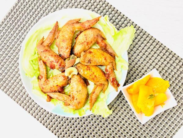 手作定常菜2020/06/25 蜜烤迷迭香纽澳良雞翅2020/06/25家常菜(在家簡单做)菜名:蜜