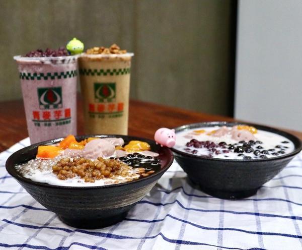 雲林斗六∥冰店 甜品∥在地人都愛吃的老字號冰店 滿滿配料盛裝著雲林純樸與熱情∥青麥芋圓嫩仙草-[#吃