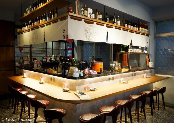 武吉滷味餐酒館#萊呷好料台中|武吉滷味餐酒館今天造訪了一家老宅改建的餐廳,外觀真的十分復古,從外觀完