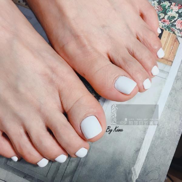純白色 好美好涼好耐看🤍🤍🤍 -  #莉莎日式美甲  #我是kanakana是我  #台中美甲