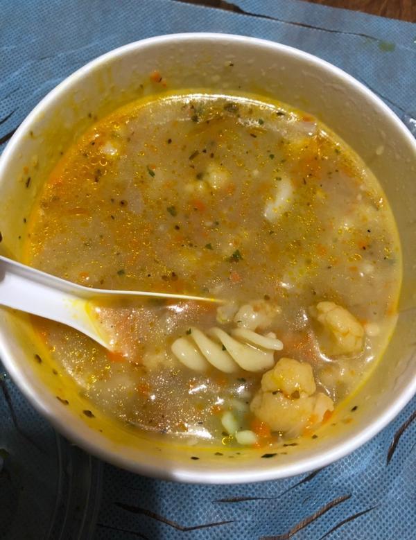 7-11低卡新品:花椰菜雞肉燉湯🥦142大卡在減肥的我昨天晚上去小7繳電話費,有點餓,原本打算不吃