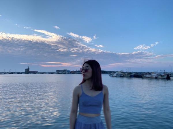 輕旅行_ 南寮漁港一日遊🚢說走就走的一趟旅行,這邊有很多市集也有很漂亮很大的公園讓人放風箏🪁 停