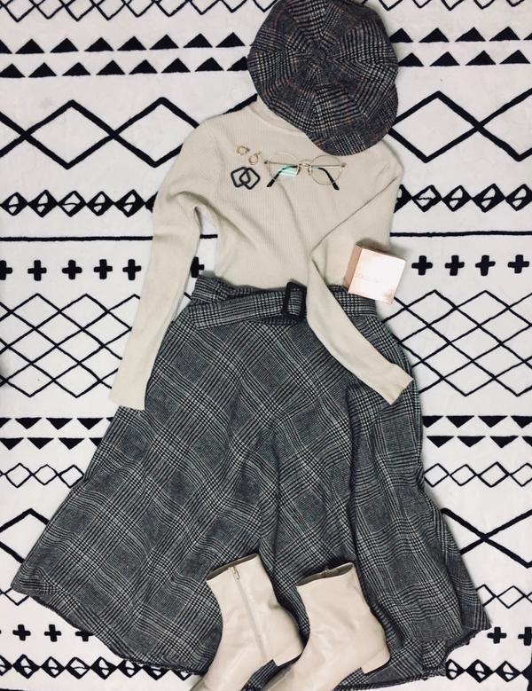 冬春衣櫃格子貝蕾帽 米色高領毛衣 格子長裙 米色方頭襪靴 #dolceandgabbana #ros