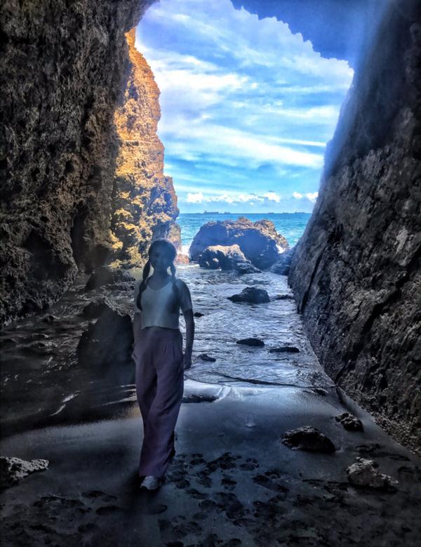 感受大自然,聆聽自己內心的聲音~ #高雄柴山秘境海蝕洞