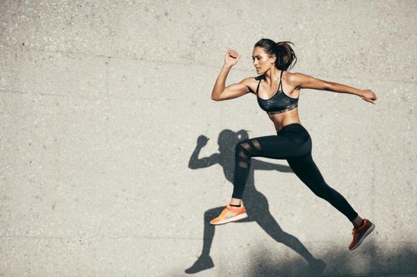四個在家的健身動作~每天堅持幾分鐘,還你好身材!今年高溫三十幾度加上疫情期間對於出外運動這件事相信很
