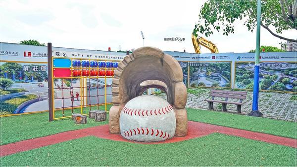 新莊棒球主題共融式公園散步、野餐、遊玩、看棒球賽,賞美麗的景觀湖,通通很方便