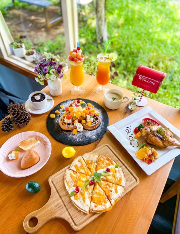 普羅旺斯小木屋餐廳豐富的餐點普羅旺斯小木屋餐廳除了好拍以外,美食當然不能錯過。菜單餐點很豐富,有排餐