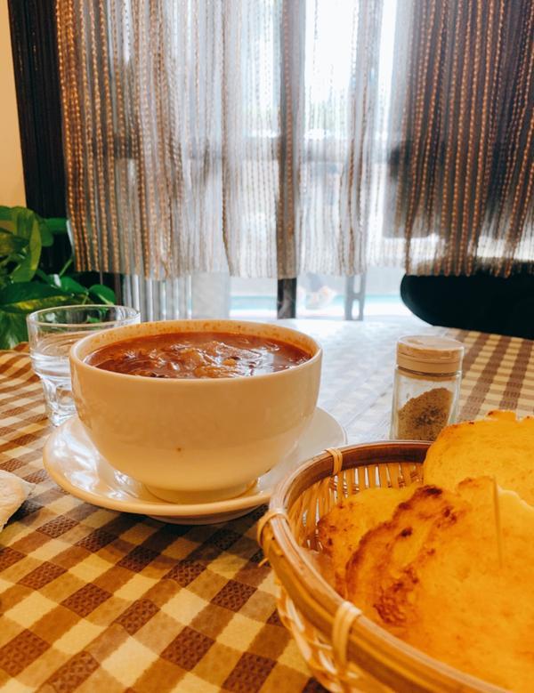 台北咖啡カフェ|上上咖啡,來場老派約會位於西門町中山堂附近的咖啡廳 復古的門面與裝潢,好像回到了爸媽