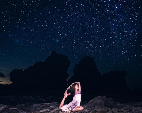 蘭嶼⛰夜景 雙獅岩星空太美了! 天氣好到肉眼可見銀河🌌 還看到好多流星  最喜歡無光害的夜景了🥰