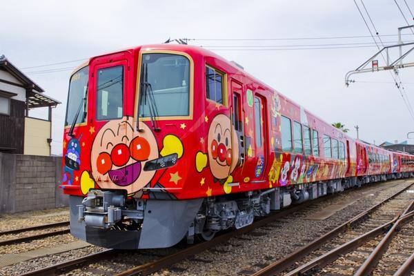歡慶麵包超人彩繪列車20週年 JR四國於今夏推出全新彩繪列車。全四國鐵路周遊券在岡山站也可兌換了!&