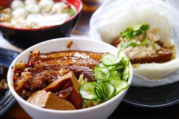 蛋談美食第1⃣️0⃣️0⃣️🥚 一甲子餐飲-祖師廟焢肉飯、刈包位於熱鬧的西門商圈及歷史悠久的萬華區