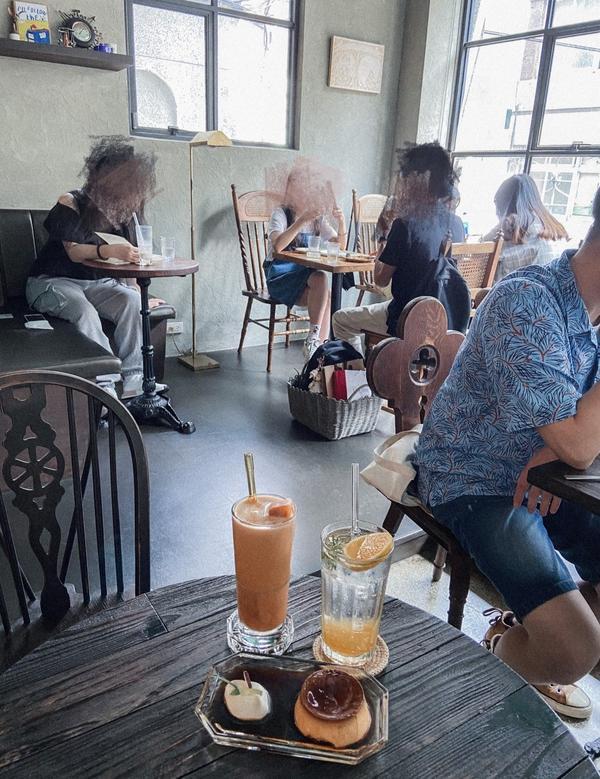 【二會 gojiby|台北車站】不限時好拍照大排長龍的巷內超美咖啡廳忘記又是在哪裡看到這間咖啡廳的巴
