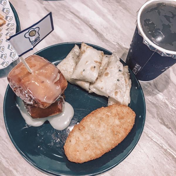 找餐店brunch,大推手工蛋餅找餐店 剛開幕沒幾個月,來台東旅遊的台北朋友就先去吃了,大推手工蛋餅