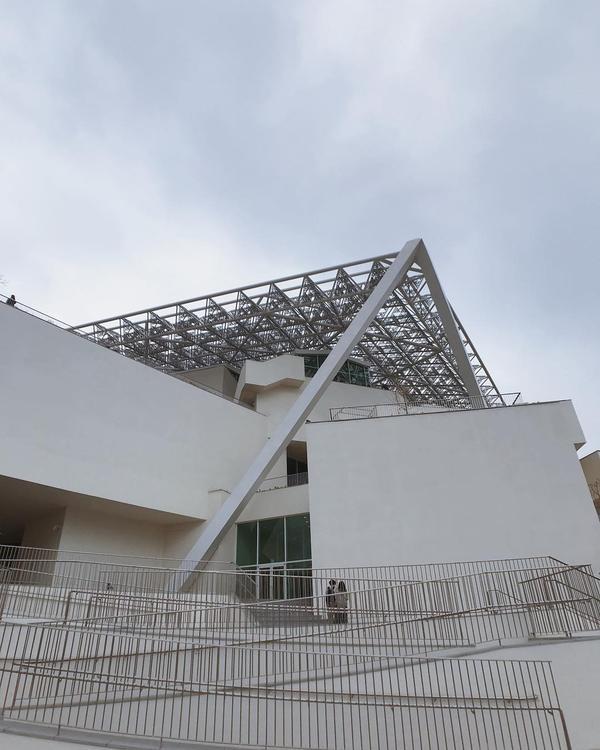 台南美術館2館 館內難得一見的碎形屋頂 別忘了抬頭看一看#台灣#台南#taiwan#tainan#s