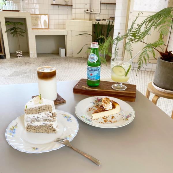 ✨大稻埕復古感咖啡廳☕️📍三層 🚇大橋頭站 - ✔️拿鐵咖啡(ice)$150 ✔️檸檬蘇打$1