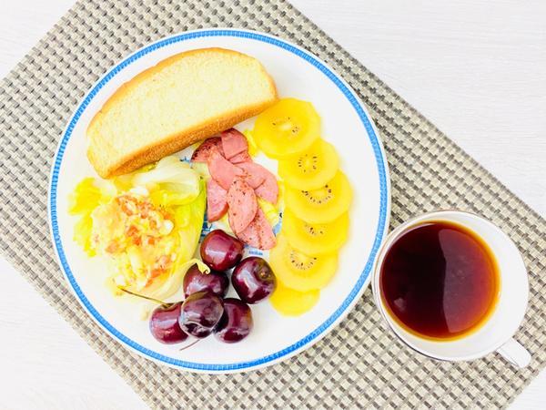 手作早午餐/朝食2020/07/11 馬鈴薯🥔蛋沙拉生菜🥬火腿新英格蘭堡2020/07/11早午