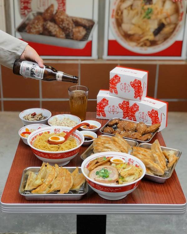 #台北 #虎記餃子 ت ❚一口煎餃(咖哩、韭黃、玉米) ❚ 虎虎雞 ❚ 油蔥