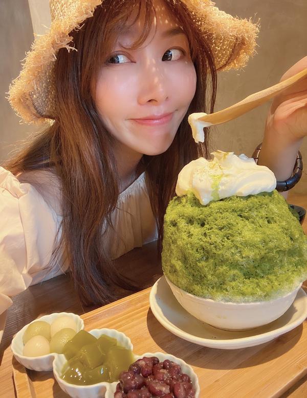 熱辣辣の夏天~來碗抹茶「富士山」刨冰真の好想吃刨冰🍧《高雄美食I 冰屋》 #美食總監鍾小姐