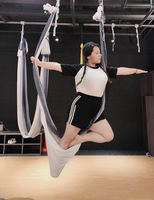 空中瑜珈慢慢學!飛起來了喔喔喔喔!學飛的基本很重要!先安全再開始飛翔~踩穩每一步,才會飛的安全又安心