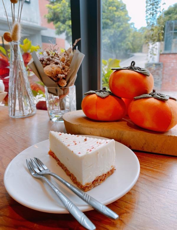 文青咖啡廳很舒服的小店 那麼熱就是要喝清爽普洱🌟 服務態度都很親切 蛋糕好吃😋 #宜蘭 #國立藝