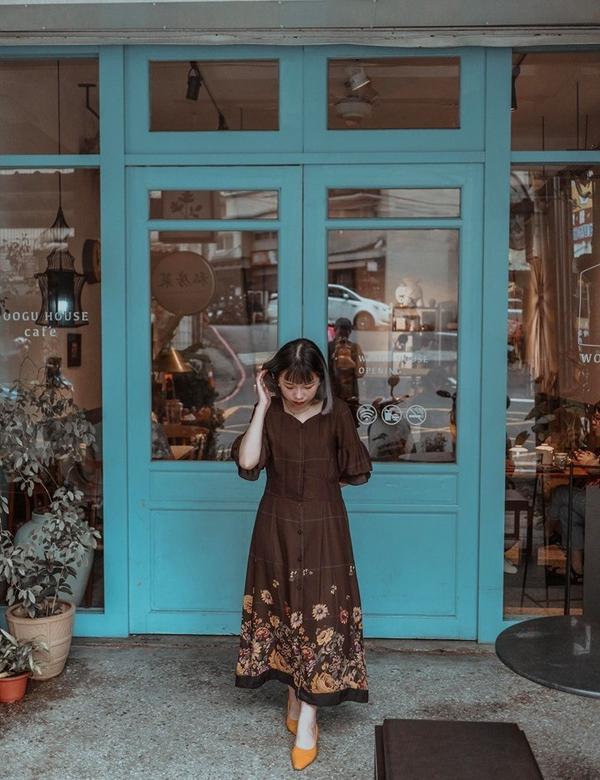 淡水咖啡廳《屋穀雜糧咖啡●私房菜》每次回家都會經過數回的咖啡廳一直被他的老屋改建及私房菜的招牌所吸引