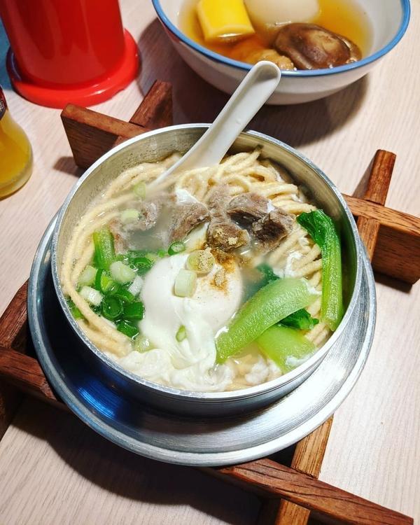 👉#旅人呷新竹  #宵夜 你們吃什麼?炸物 、串燒還是怕胖不吃? 或許可以來點熱呼呼暖胃關