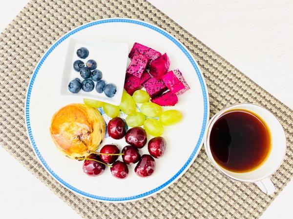 手作早午餐/朝食2020/07/19 起司司康搭藍莓優格2020/07/19早午餐/朝食(在家簡單