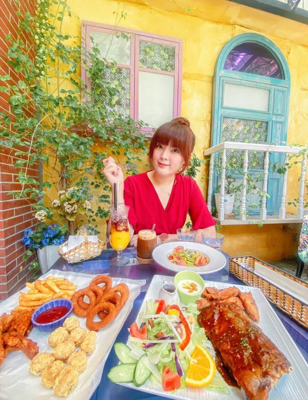台北大稻埕網美咖啡廳「D.G Cafe」沒想到台北大稻埕的巷弄裡隱藏了一家網美咖啡廳「D.G Caf