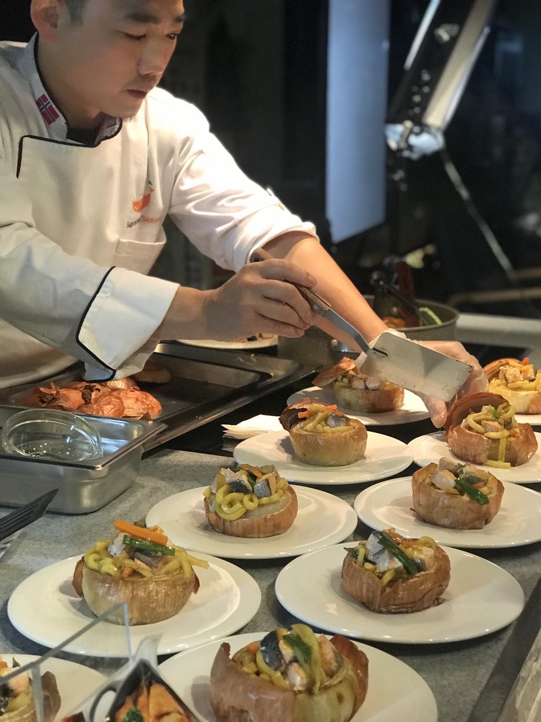 五星廚師以食材當食器來盛裝