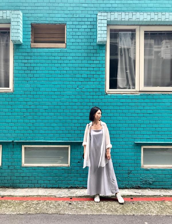 婚禮穿搭灰藍色跟透肌真的是氣質款的搭配💕  Dress/ @meierq  Shirt/ @tmh