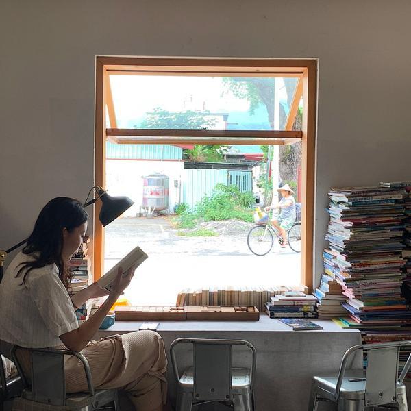 【練習曲 書店】為了讓孩子有更好的讀書環境所打造的 不賣書的書店練習曲書店這家書店是我娘帶我去的,她