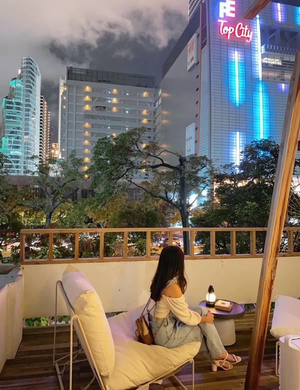 [台中|西屯]又一個買醉好去處「禾樂精釀」在東海就頗有名譽的禾樂,市中心也有分店了。三樓戶外眺望的建